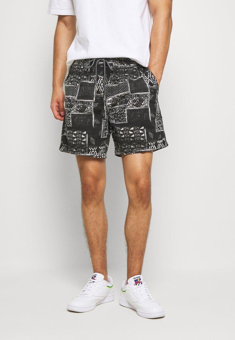Cotton On - HOFF - Shorts - black/white