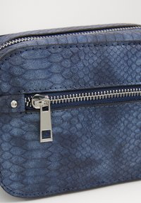 Pieces - PCREP CROSS BODY - Across body bag - maritime blue - 4