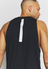 Under Armour - BASELINE TANK - T-shirt de sport - black/white - 4