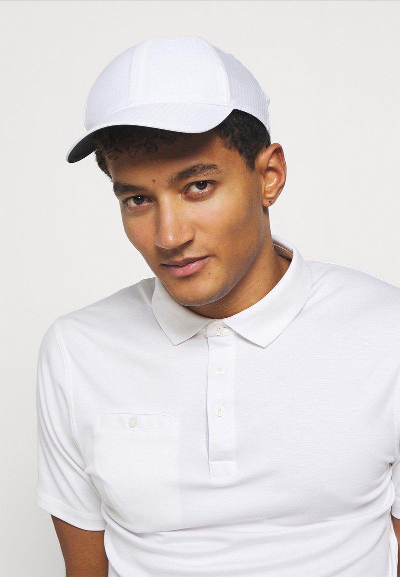 Nike Golf - TECH CUSTOM  - Lippalakki - white/anthracite/black