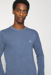 GANT - C NECK - Stickad tröja - denim blue - 3