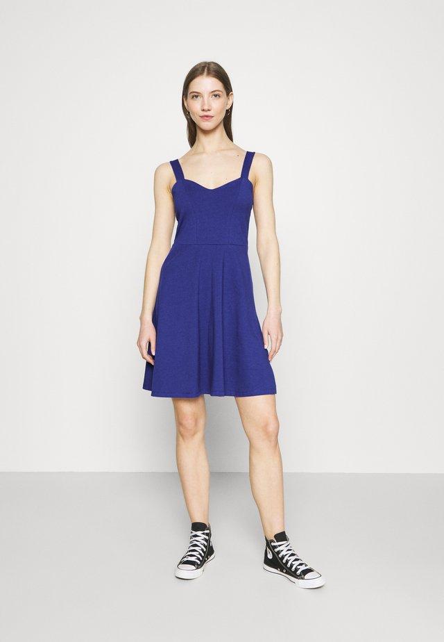 PCANG STRAP DRESS - Sukienka z dżerseju - clemantis blue