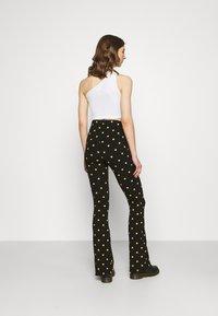 Colourful Rebel - DOTS BASIC FLARE PANTS WOMEN - Leggings - black - 2