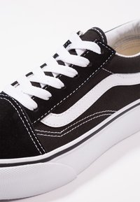 Vans - OLD SKOOL PLATFORM - Trainers - black/true white - 2
