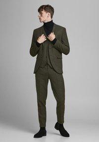 Jack & Jones PREMIUM - Suit trousers - rosin - 1