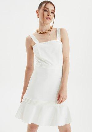 TRENDYOL TWOSS20EL2504 - Sukienka letnia - cream