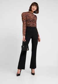 Levete Room - HELENA - Broek - black - 1