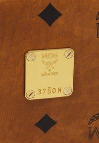 MCM - STARK BACKPACK UNISEX - Ryggsekk - cognac - 4