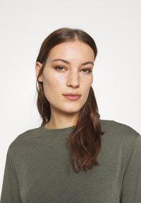 AllSaints - BENNO TEE DRESS SET - Long sleeved top - pale olive - 3