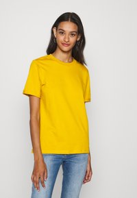 Pieces - PCRIA FOLD UP TEE - Basic T-shirt - nugget gold - 0