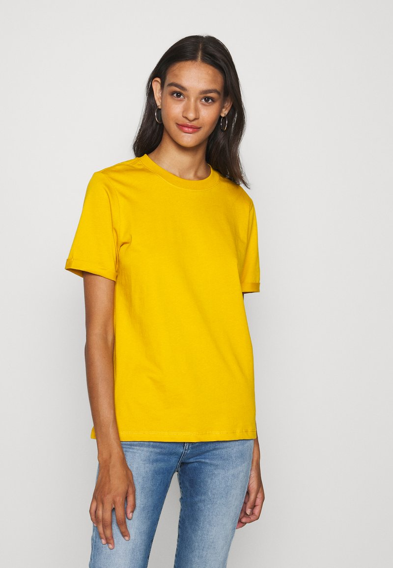 Pieces - PCRIA FOLD UP TEE - Basic T-shirt - nugget gold
