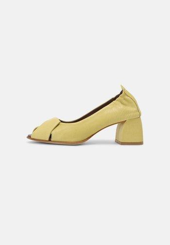 Peep toes - lemon