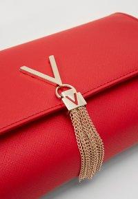 Valentino Bags - DIVINA - Clutch - rosso - 3
