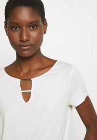 s.Oliver BLACK LABEL - Basic T-shirt - soft white - 3