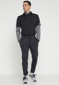 adidas Golf - 3 STRIPES COMPETITION 1/4 ZIP - Långärmad tröja - black heather/black - 1
