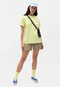 Dickies - Shorts - khaki - 1