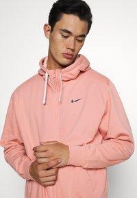 Nike Sportswear - HOODIE - Sudadera con cremallera - pink quartz - 3