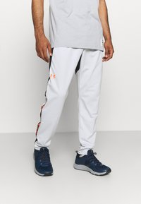 Under Armour - FASHION TRACK PANT - Tracksuit bottoms - grey - 0