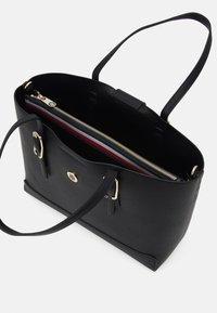 Tommy Hilfiger - HONEY TOTE SET - Handbag - black - 2