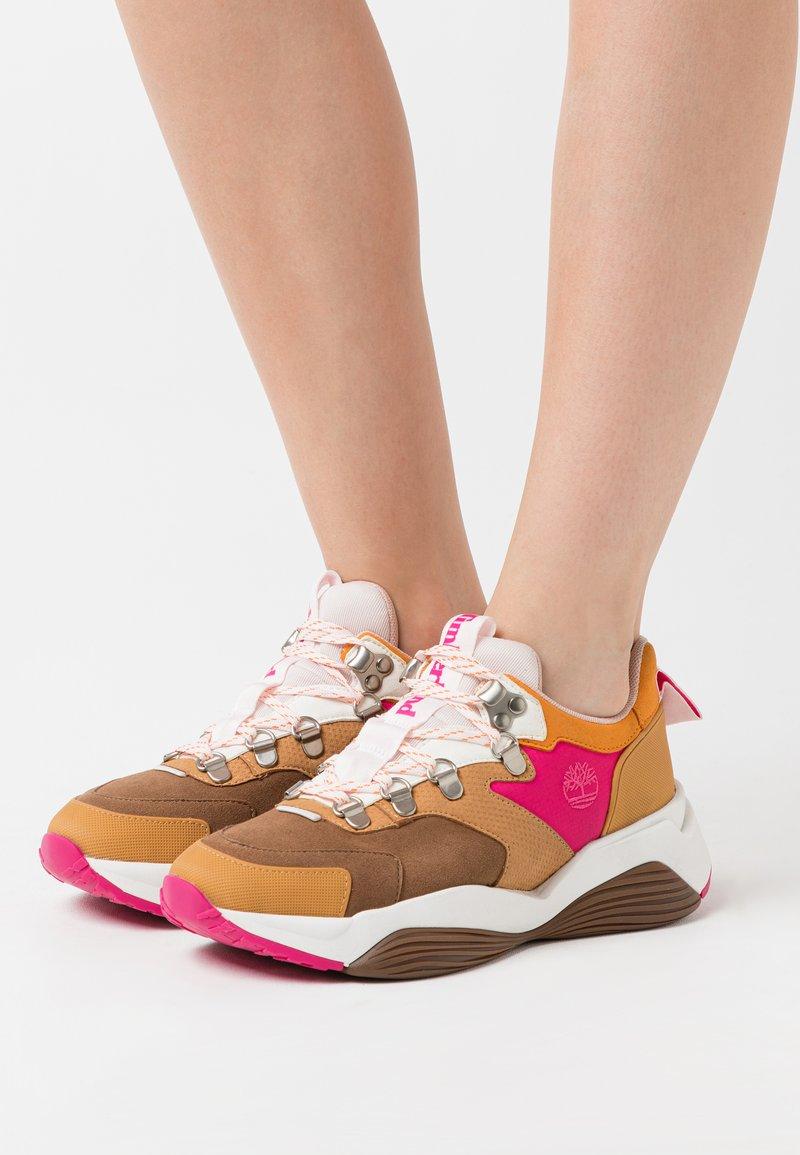 Timberland - EMERALD BAY  - Sneakersy niskie - rust