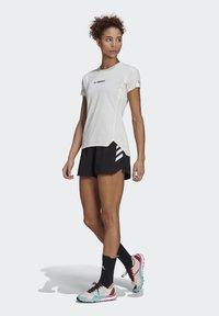adidas Performance - 3-STRIPES SPORTS LOOSE - T-shirts med print - black/white - 1