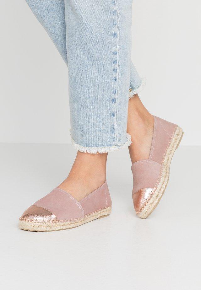 CLASSIC CAP  - Loafers - rosé