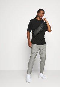 WRSTBHVR - SMART JOGGER - Kalhoty - black - 1