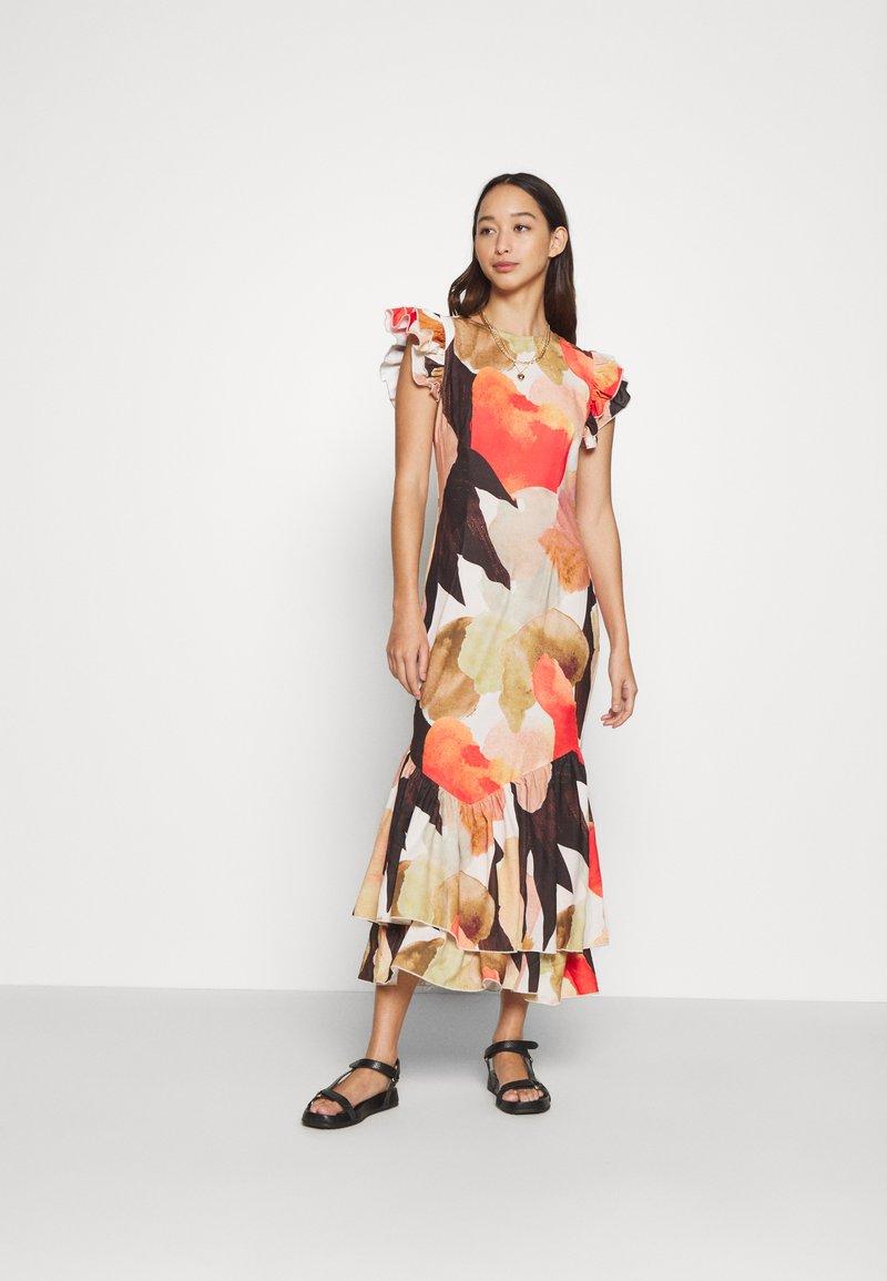 Never Fully Dressed - BROWN ARTIST PRINT FRIDA DRESS - Sukienka koktajlowa - multi