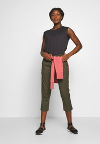 The North Face - WOMEN'S APHRODITE CAPRI - 3/4 sports trousers - new taupe green - 1