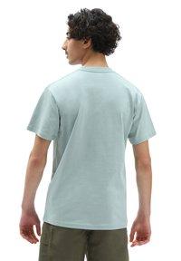 Vans - MN WOVEN PATCH POCKET M - Print T-shirt - abyss - 1