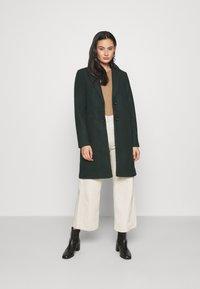 ONLY - ONLVERONICA COAT - Klasický kabát - scarab - 1