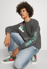 BDG Urban Outfitters - REALITY BREAK UNISEX - Mikina - washed black - 3