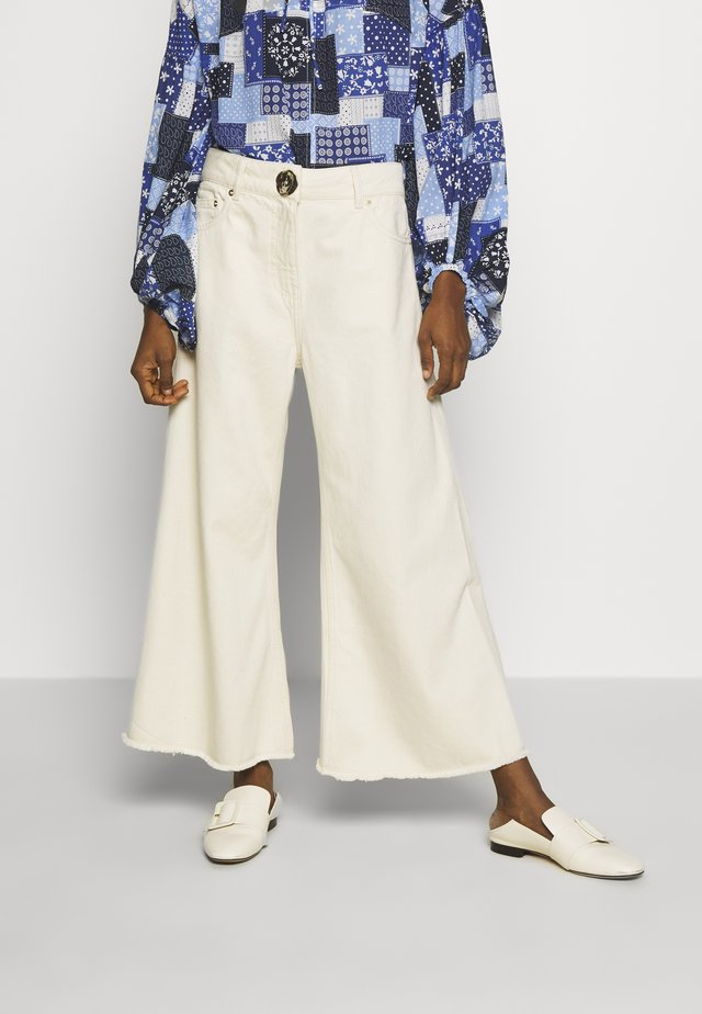 CROPPED WIDE LEG TROUSER - Flared jeans - ecru