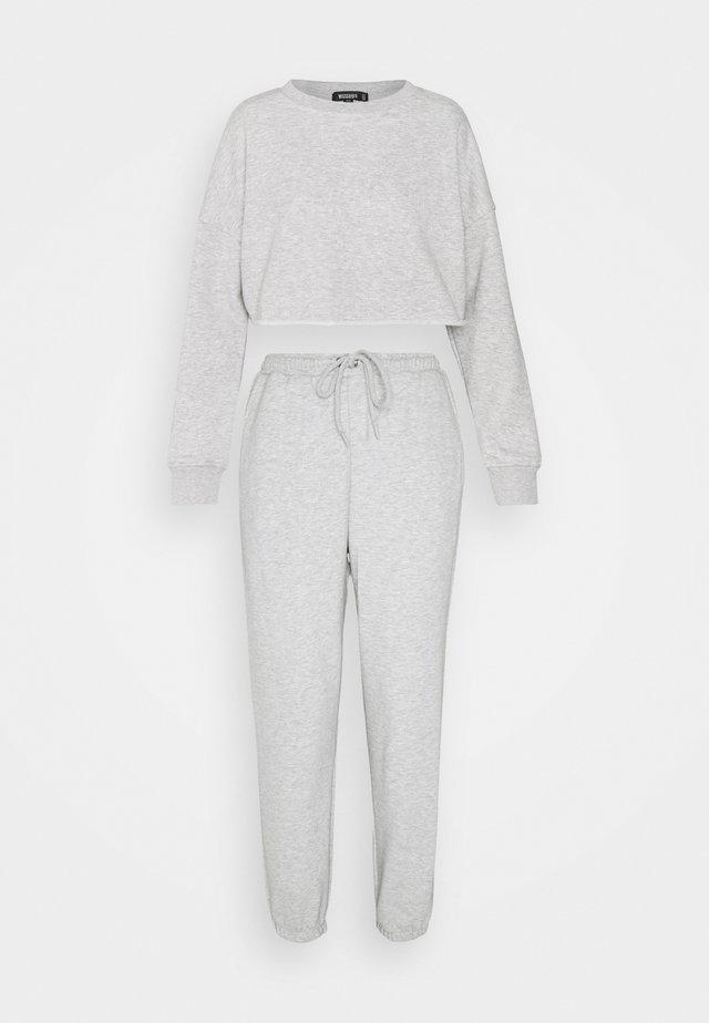CROPPED RAW HEM & SLIM JOGGER SET - Sweater - grey