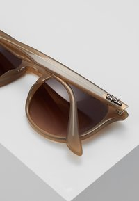 Ray-Ban - Sluneční brýle - light brown - 5