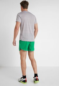 Nike Performance - AIR FLEX STRIDE - Sports shorts - lucid green/silver - 2