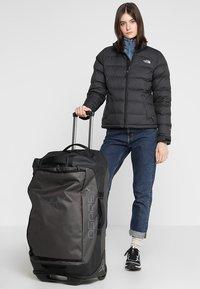 Osprey - ROLLING TRANSPORTER - Wheeled suitcase - black - 1
