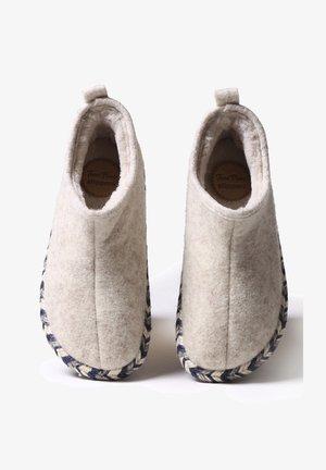 MAIA-FP - Slippers - cru