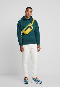 Urban Classics - CUT AND SEW PANTS - Tracksuit bottoms - sand - 1
