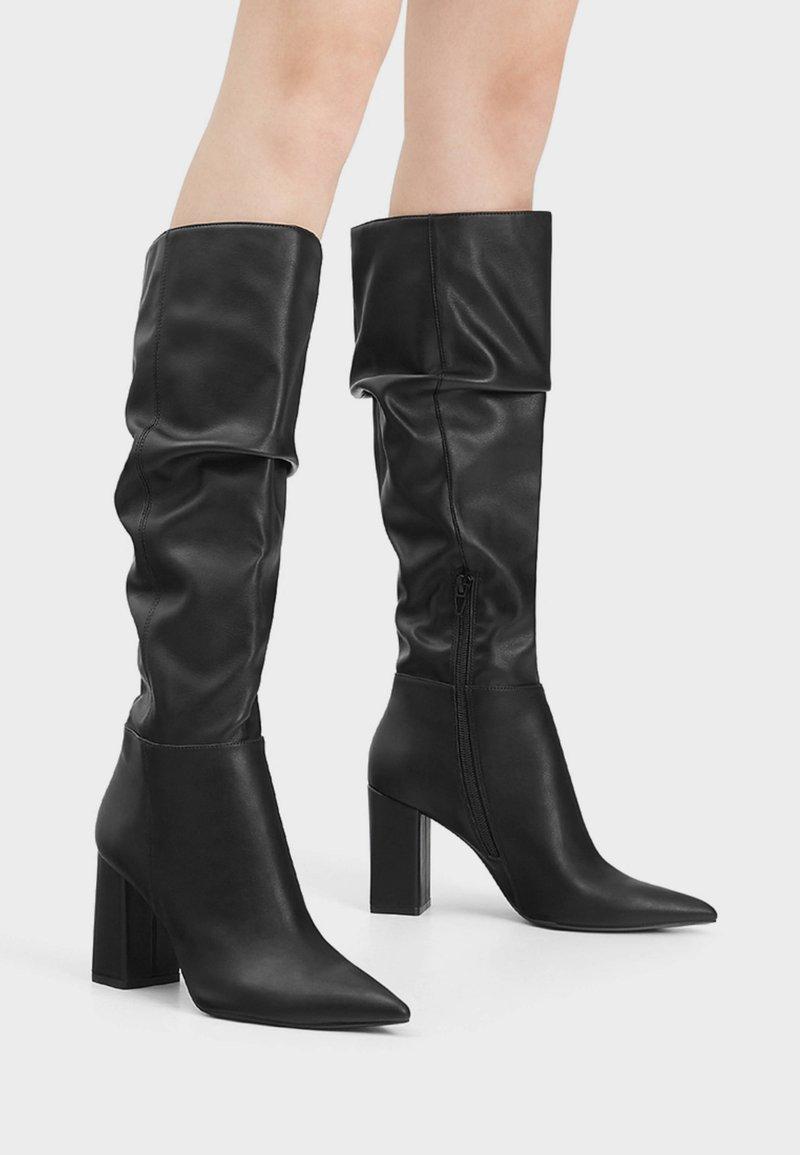 Bershka - Kozačky na vysokém podpatku - black