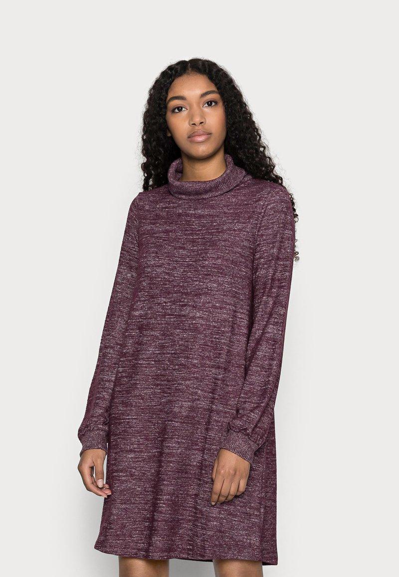GAP Petite - TURTLENECK DRESS - Strikket kjole - secret plum