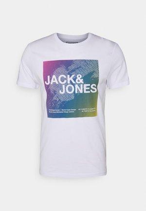 JCORAZ TEE CREW NECK - Print T-shirt - white