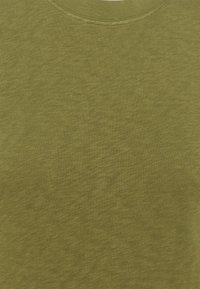 Marc O'Polo DENIM - MODERN - T-shirt basic - fresh herbs - 2