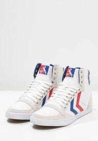 Hummel - SLIMMER STADIL - Sneakers hoog - white/blue/red - 2