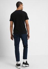 Nike Sportswear - Triko spotiskem - black/white - 2