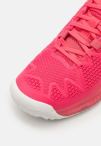 ASICS - GEL-RESOLUTION 8 - Multicourt tennis shoes - pink cameo/white - 5