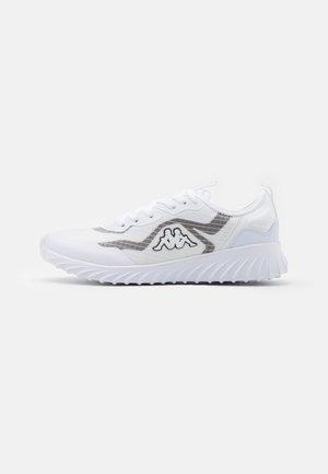 LEROY TEC UNISEX - Zapatillas de entrenamiento - white/black