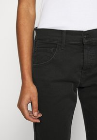 Replay - ROXEL - Relaxed fit jeans - black - 5