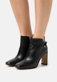 Steven New York - JAINY - High heeled ankle boots - black - 0