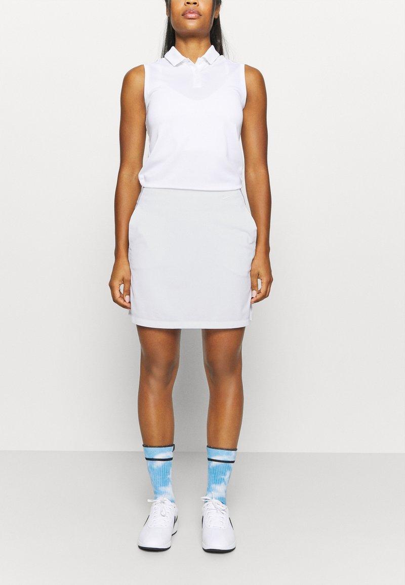 Nike Golf - DRY VICTORY SKIRT SOLID - Sportovní sukně - white